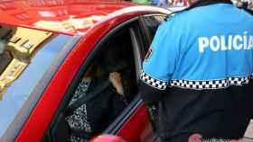 policia cinturon seguridad