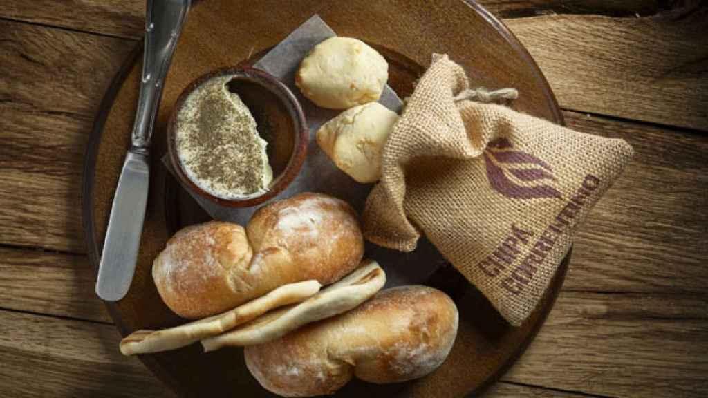 Selección de panes y mantequilla casera ahumada, Piantao