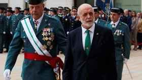 El general de la Guardia Civil, jefe de Cataluña, Pedro Garrido, y el director general, Félix Azón.