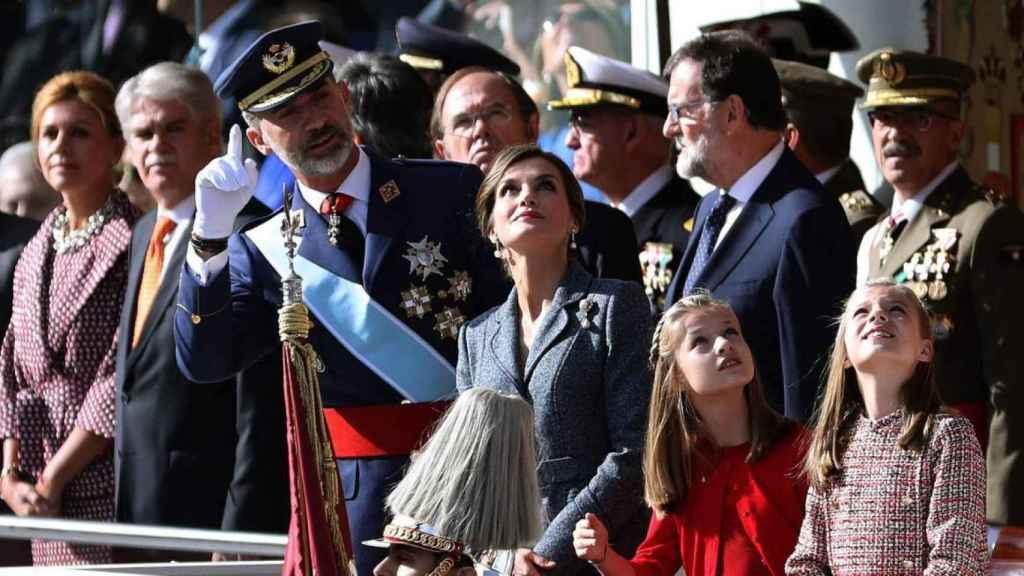 El Rey Felipe VI y la reina Letizia, junato a la princesa Leonor y la infanta Sofía en el desfile del 12-O.