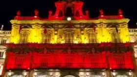 plaza mayor iluminacion bandera