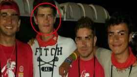 Pepe, el segundo por la izquierda, junto a unos amigos.