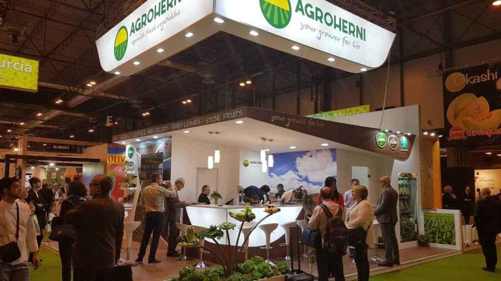 Expositor con el que Agroherni acudió a la prestigiosa feria europea del sector agroalimentario denominada Fuit Logística.