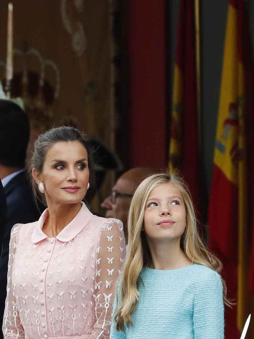 Varela ha confeccionado un vestido de cuello bebé y rosa empolvado para la reina de España.