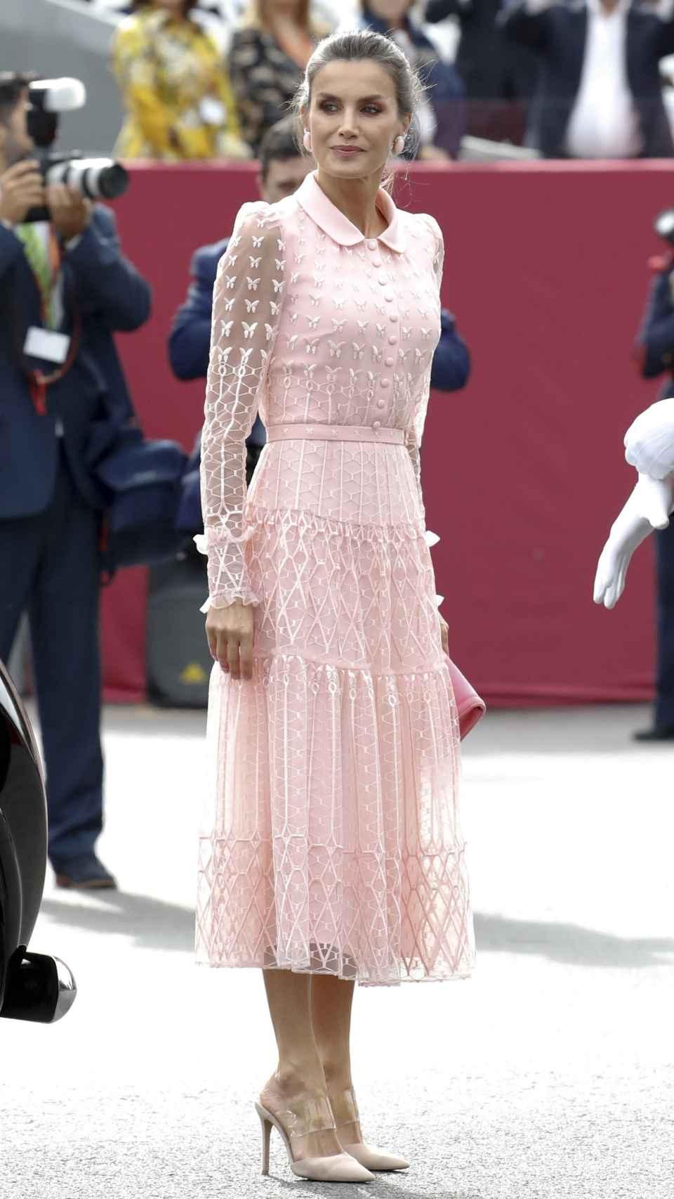 La reina vuelve a inspirarse en los diseños tipo bailarina para su 12 de octubre, como ya hizo el año pasado.