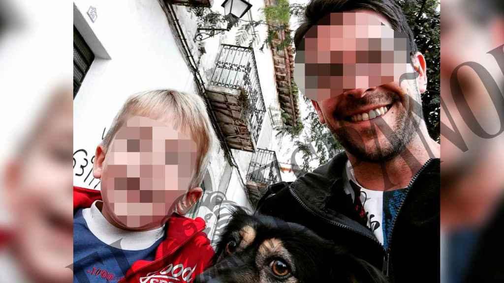El menor almeriense muerto a manos de su madre, Ana María Baño, en una foto junto a su padre, Sergio Fernández.