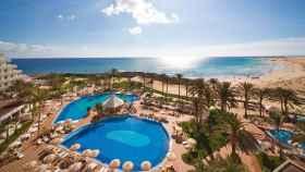 Hotel Tres Islas de Fuenteventura, donde coincidieron este pasado verano el autor de la tribuna y el juez Marchena.
