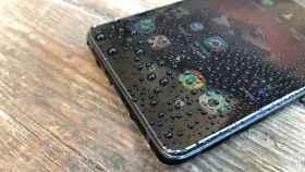 Qué hacer si tu móvil se ha caído en agua salada