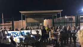Los independentistas concentrados a las puertas de la cárcel de Lledoners, en Barcelona.