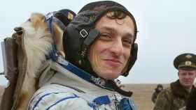 Pedro Duque, en su regreso a la Tierra el 28 de octubre de 2003, en Arkalyk