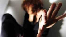 El fiscal ha pedido diez años de prisión para el acusado de violar a su mujer.