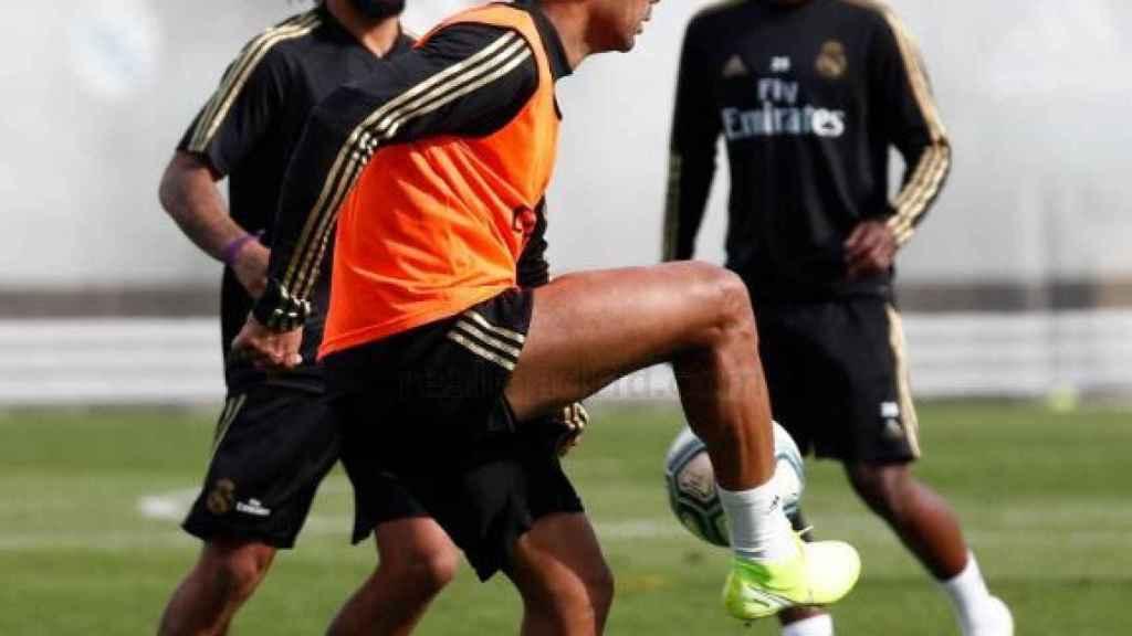 Casemiro se entrena de cara al partido ante el Mallorca