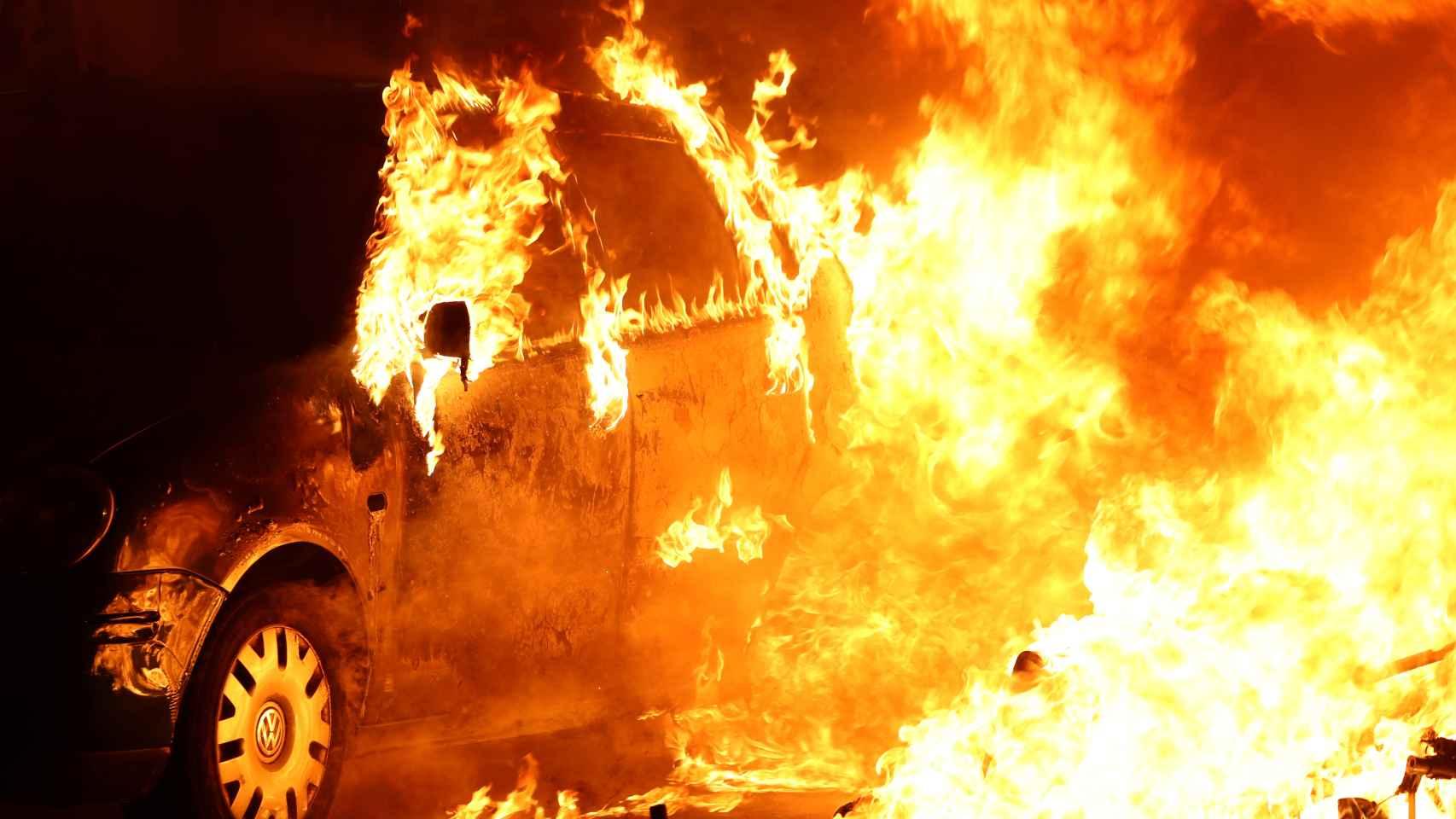 Los CDR vuelven a incendiar la noche en Barcelona.