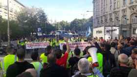 Centenares de personas se concentraron frente al Congreso en defensa de la central de As Pontes (A Coruña).