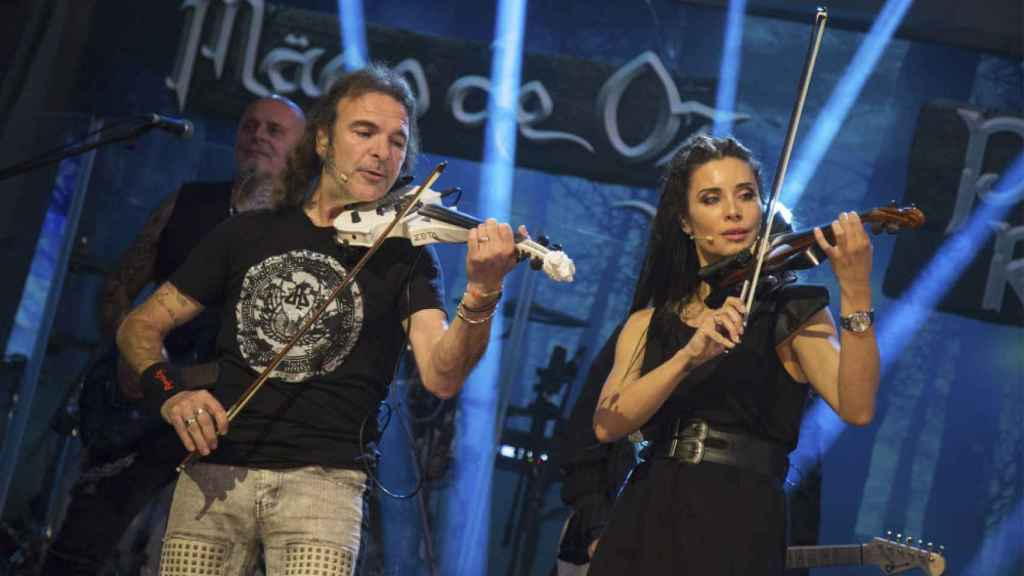 Pilar Rubio interpretando una canción de 'El Hormiguero'.