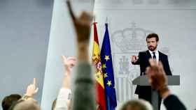Pablo Casado comparece en el palacio de La Moncloa tras reunirse con Pedro Sánchez.
