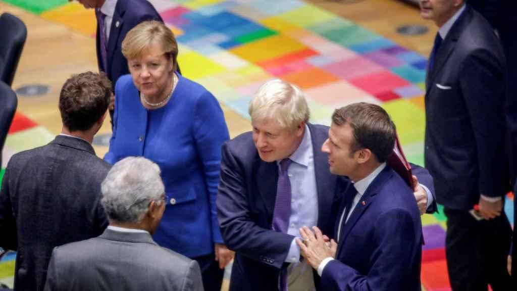 Boris Johnson conversa con Merkel, Macron y Costa durante la cumbre de la UE de este jueves