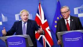 Boris Johnson y Jean-Claude Juncker, durante la presentación este jueves del acuerdo del 'brexit'