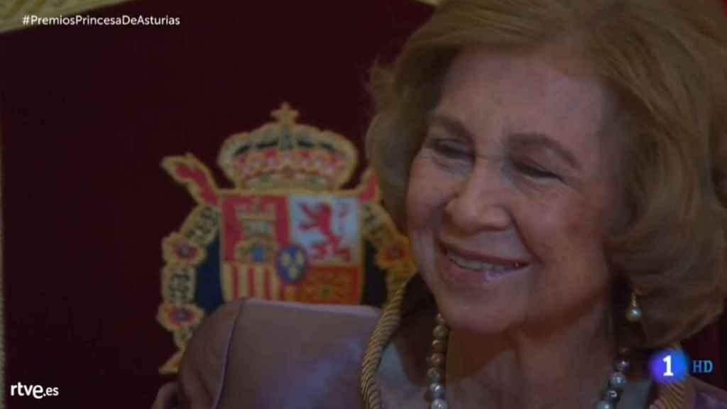 La reina Sofía, escuchando las palabras que le ha dedicado su nieta Leonor.
