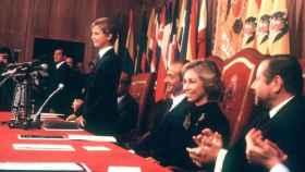 Felipe VI en 1981 pronunciando el discurso junto a sus padres.