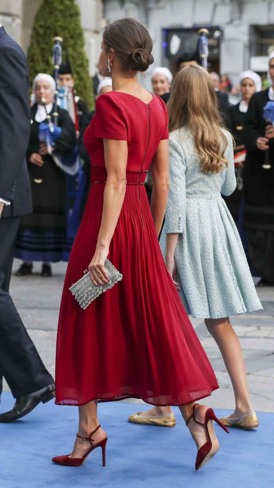 La reina Letizia entrando en el teatro Campoamor (Oviedo).