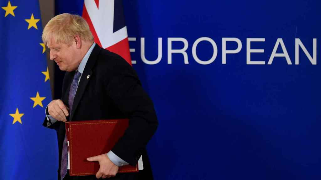 Boris Johnson se marcha de su última cumbre en Bruselas