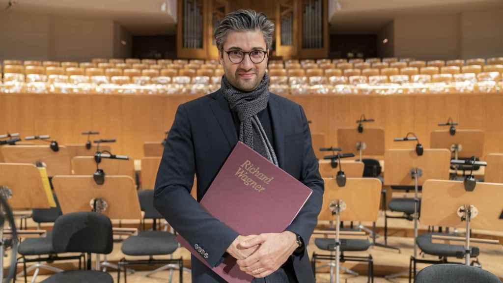 David Afkham, director artístico de la OCNE, asegura que mientras ensaya Wagner no puede escuchar nada más.