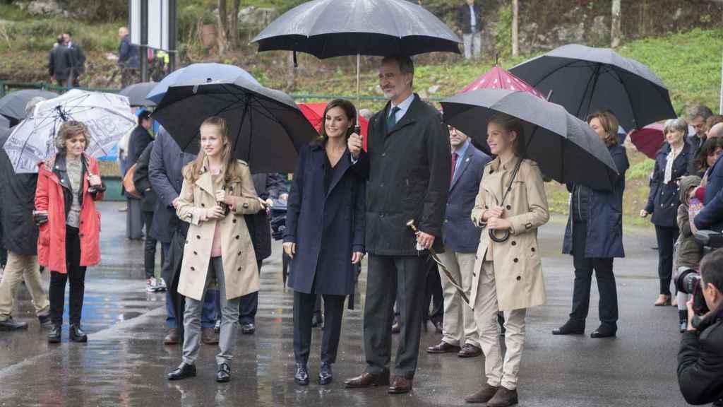 Leonor, Sofía, Felipe VI y Letizia en Asiegu, pueblo ejemplar, en el marco de los Premios Princesa de Asturias 2019.