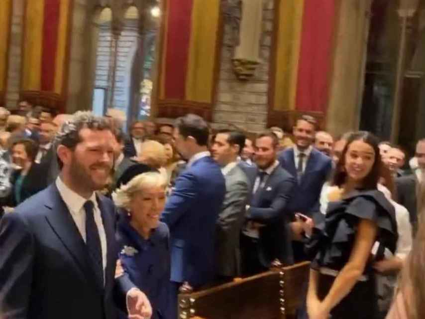 Roman Trias y su madre Puri Arraut en el Ayuntamiento de Barcelona.