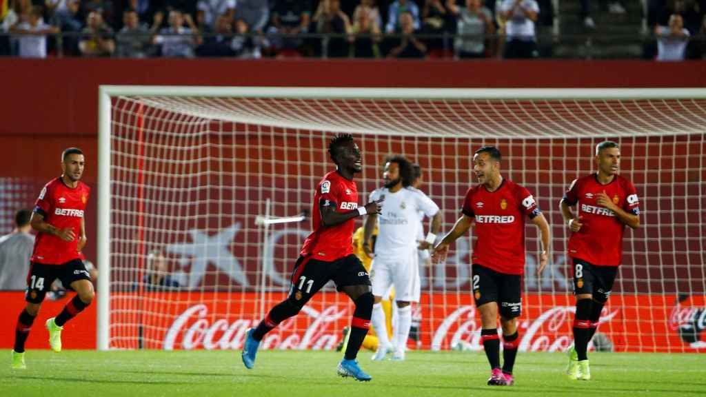 Lago Junior celebra su gol ante el Mallorca