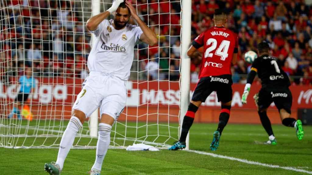 Karim Benzema se lamenta de una ocasión fallada ante el Mallorca
