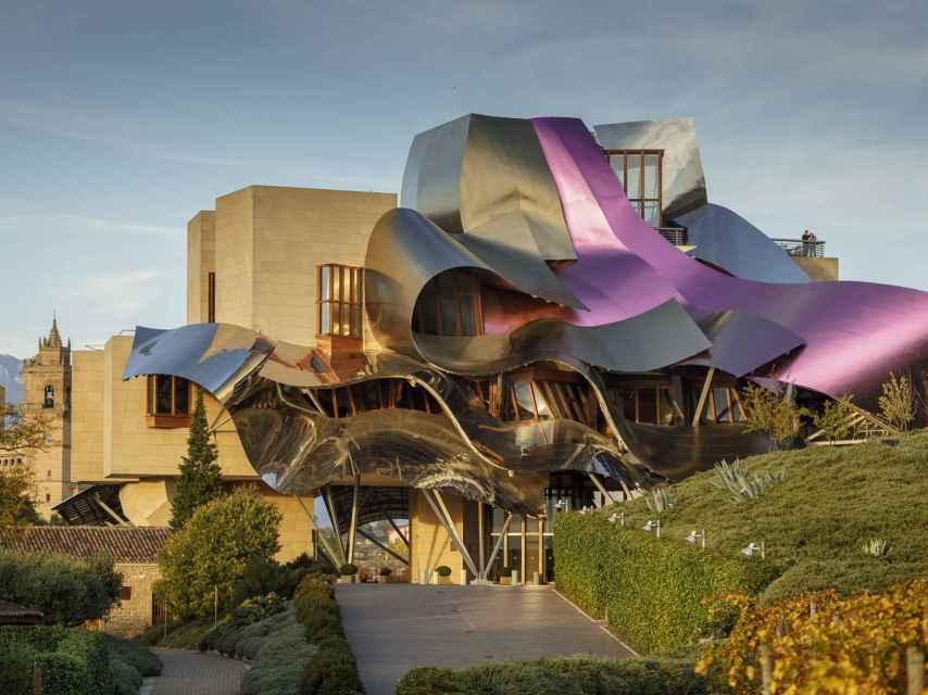 Hotel Marqués de Riscal en Elciego, proyectado por Frank Gehry en el 2000.