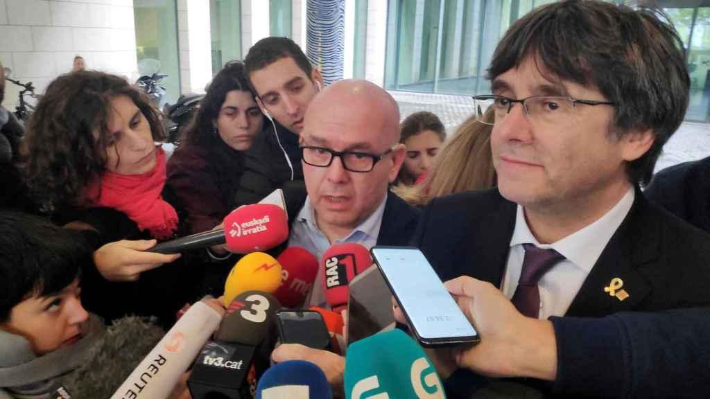 El letrado Gonzalo Boye y su cliente Carles Puigdemont.