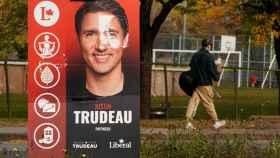 Una cartel electoral de Trudeau.