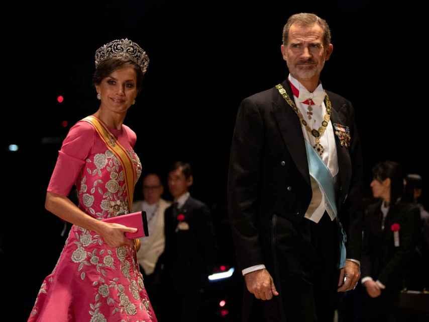 Letizia con la tiara de la flor de lis.