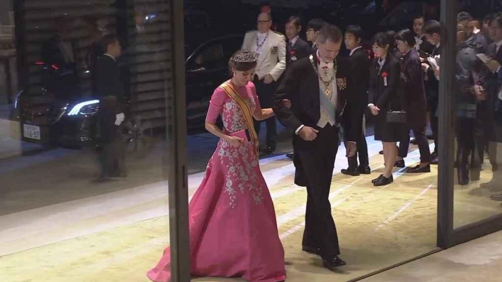 Los reyes de España, Felipe VI y Letizia, en el Palacio Imperial de Tokio.