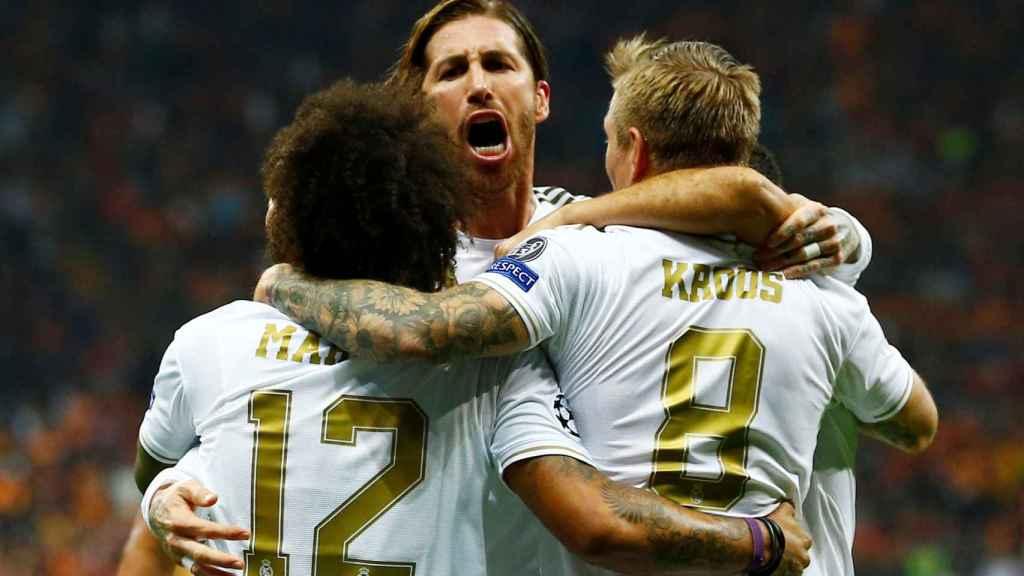 Sergio Ramos, Marcelo y Kroos celebran el primer gol del Real Madrid al Galatasaray