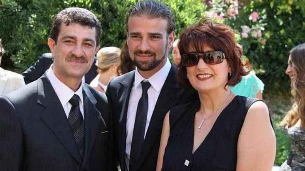 Mario Biondo junto a sus padres, Pipo Biondo y Santina D'Alessandro.
