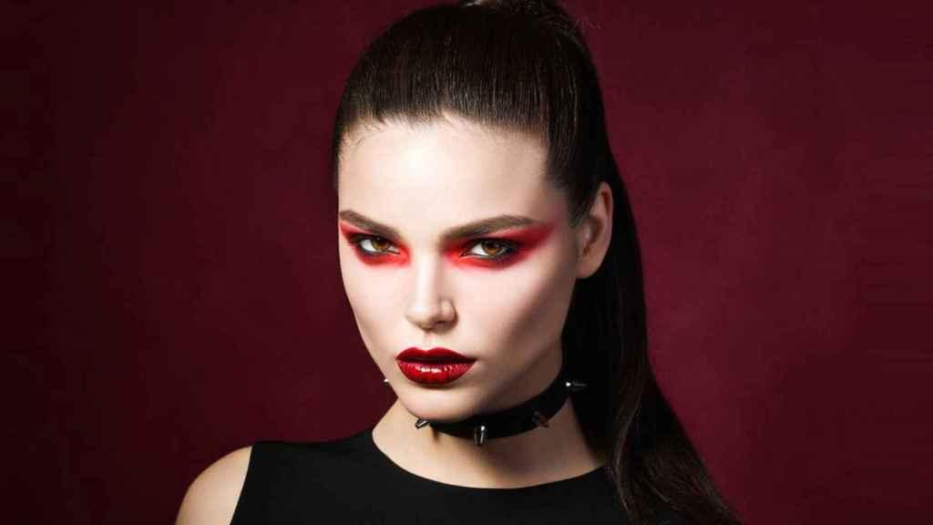 Consejos para lucir unas cejas, pestañas y peinados perfectos en Halloween.