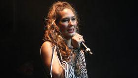 Rosario Mohedano sobre el escenario durante un concierto en 2018.