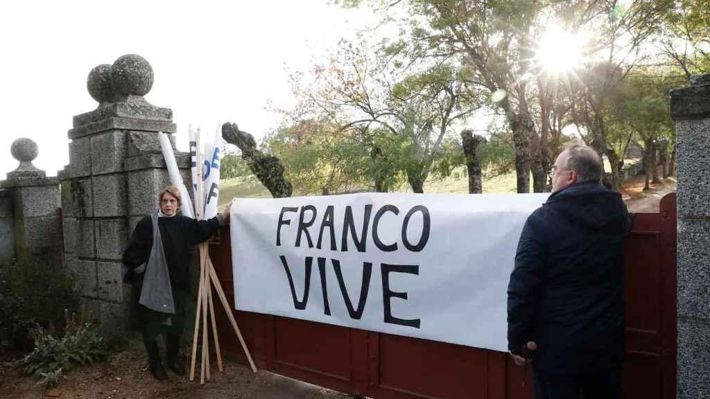 Pancarta en el Valle de los Caídos.