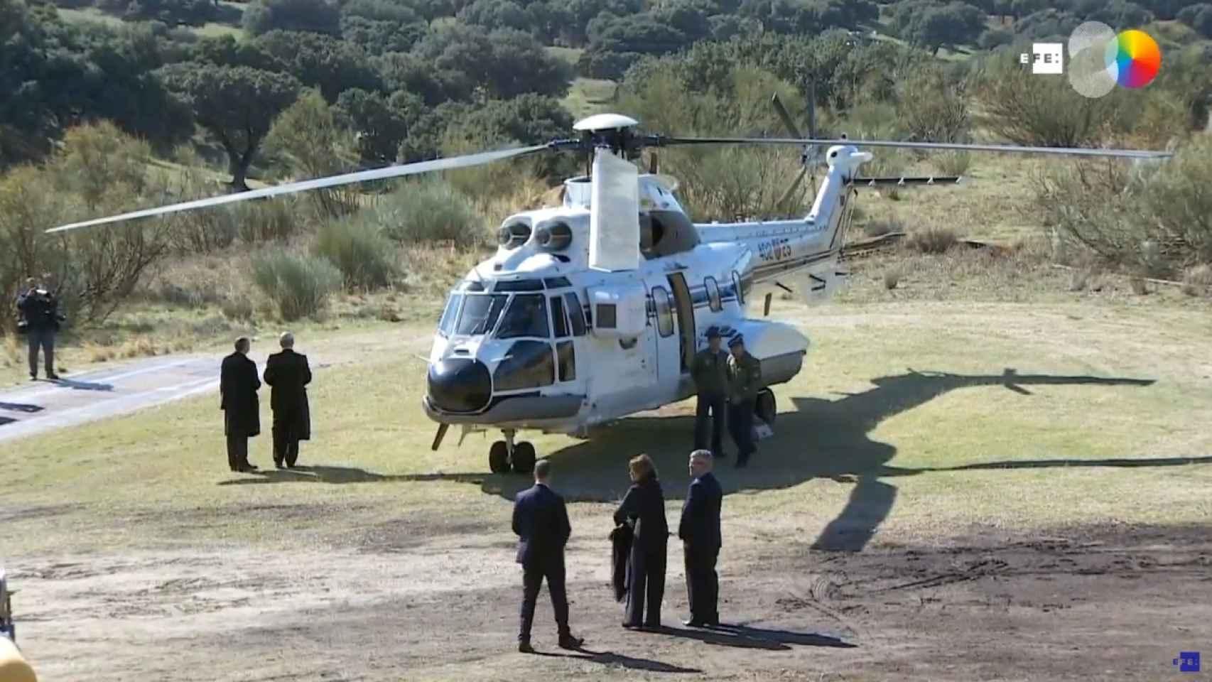 El helicóptero en la explanada de Mingorrubio.