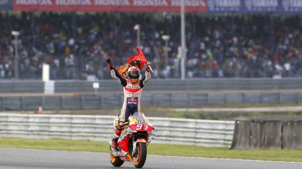 Márquez celebra en Tailandia su título de campeón del mundo 2019.