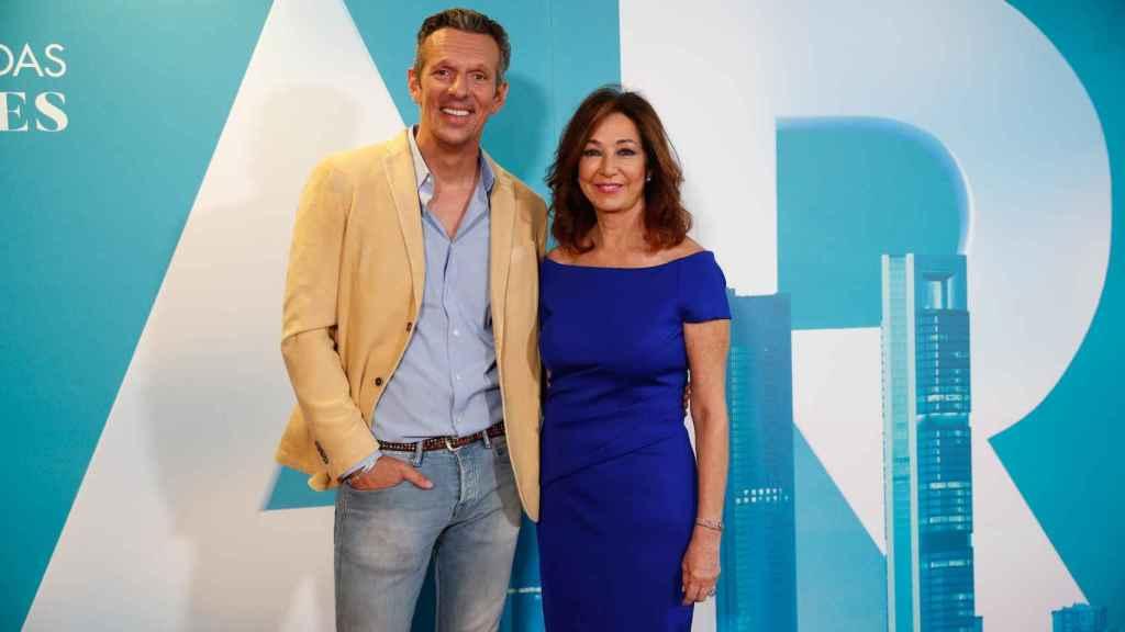 Joaquín Prat y Ana Rosa Quintana en una imagen promocional del programa 'AR'.