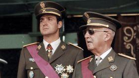 Juan Carlos I junto al dictador Francisco Franco.