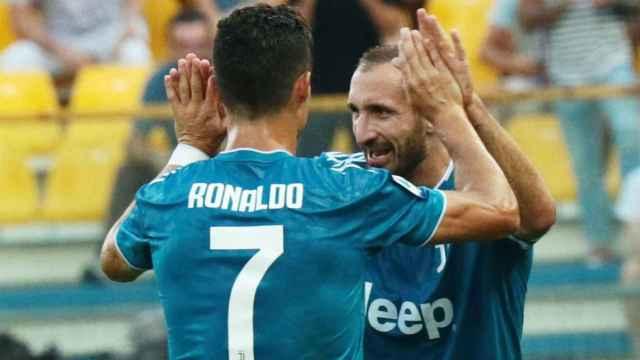 Cristiano Ronaldo y Chiellini  celebran un gol