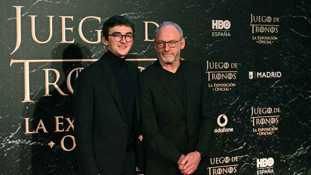 Isaac Hempstead-Wright y Liam Cunningham