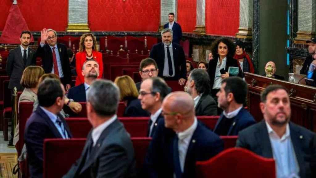 Capella junto a Torra en la primera sesión del juicio del 'procés'./