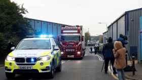 La Policía británica registra dos viviendas tras el hallazgo de 39 cadáveres en un camión