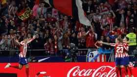 Los jugadores del Atlético celebran uno de los goles del partido